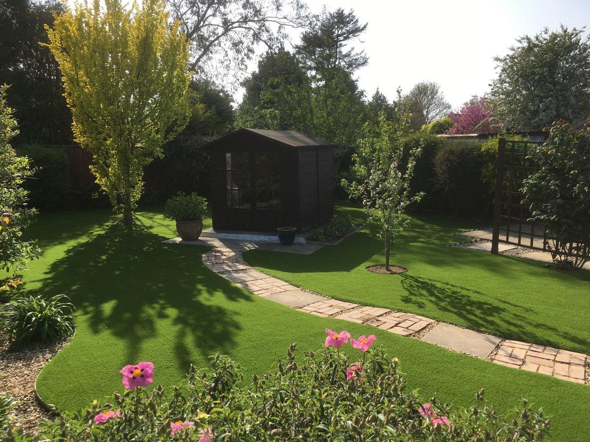 Artificial-Lawn-Back-Garden