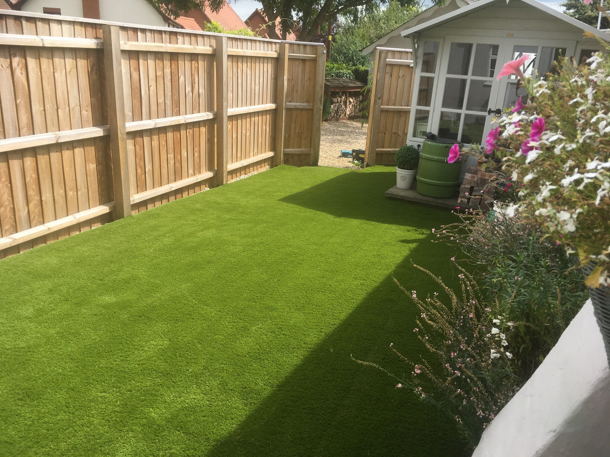 Beautiful-Artificial-Lawn