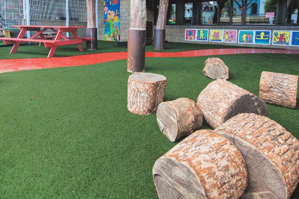 Exbury-Dark-Grass-Installation